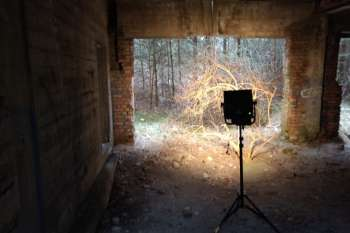 Light falls in the ruined Block 6.© NOW Collective / Jörg Leine.