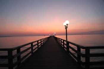 Sonnenaufgang: die menschenleere Seebrücke Binz. © NOW Collective / Nico Weber.